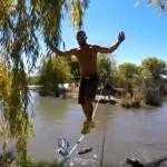 Prelazak preko žice nad čeljustima strašnih krokodila (VIDEO)