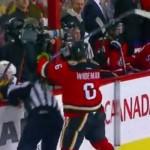 Igrač usred utakmice nasrnuo na sudiju i divljački ga udario (VIDEO)