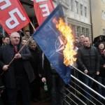 Šešelj ponovo palio zastave