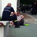Beograd- Vojnik se polio benzinom i prijeti da će se zapaliti (VIDEO)