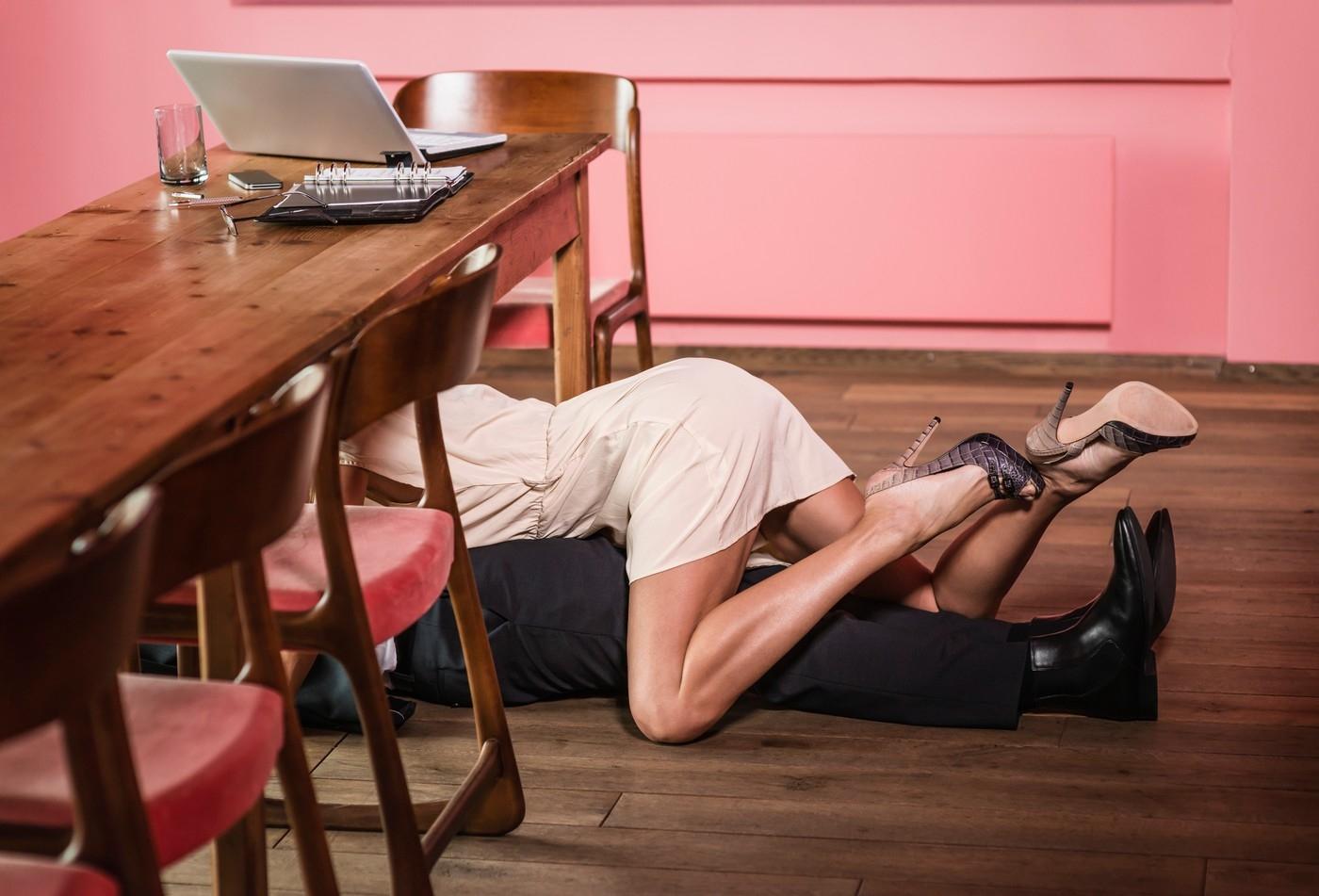 Пьяный голый офис онлайн, Порно с пьяными онлайн, секс по пьяни на 24 видео 6 фотография