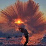 Šta se dešava kada u Sibiru ključalu vodu bacite u vazduh (VIDEO)