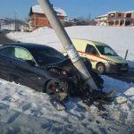 Nesreća u Cazinu: BMW se zabio u betonski stub