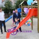 """Poklon """"Mikrofina"""": Otvoreno novo dječije igralište u Prijedoru (FOTO)"""