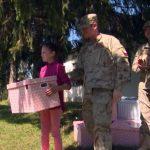 Učenike u Buševiću posjećuju i daruju Čileanci iz EUFOR-a (VIDEO)