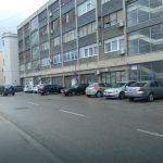 Stanari zgrada u Prijedoru muku muče s nedostatkom parkinga: Kandže na vozila i stanara i njihovih gostiju