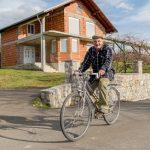 Sulejmanu Poljaku godine ne predstavljaju nikakvu prepreku: U devetoj deceniji vozi bicikl i traktor i živi od svog rada