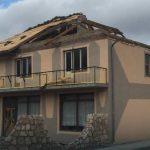 Vetar napravio HAOS u Vlasenici: Nosio krovove, PREVRNUO KAMION, izbijao prozore…