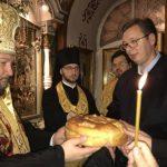 Vučić osveštao slavski kolač (FOTO)