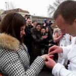 Plivao za Časni krst pa zaprosio djevojku! (FOTO)