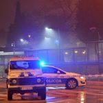 Posle noći užasa u Podgorici muk: Ispred ambasade SAD kordon policije, istraga u toku, skamenjena lica službenika (FOTO SA LICA MESTA)