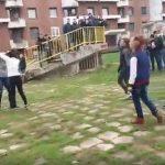 BRUTALNI OBRAČUN Srednjoškolke se POTUKLE u Doboju, okupljeni NAVIJALI (VIDEO)
