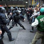 OBRAČUN POLICIJE I DEMONSTRANATA Hiljade ljudi na protestu zbog hapšenja bivšeg katalonskog lidera (FOTO, VIDEO)