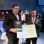 Zašto je u FBiH podignuta prašina zbog srebreničke plakete uručene Dodiku? (VIDEO)