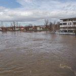 Voda prijeti kućama (FOTO)
