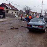 EuroBlic: Nakon priče na našem portalu u Prijedoru KRPE RUPE: Vozači više neće voziti oko bandera i PO TROTOARU