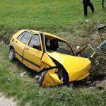 """Nesreća kod Kalesije: Vozača iz """"golfa"""" izvlačili VATROGASCI"""