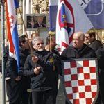 Zagreb: Crnokošuljaši marširaju noseći Trampove slike
