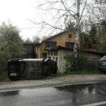 Automobil završio na KROVU, jedna osoba povrijeđena