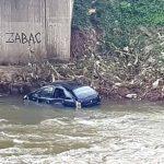 Saobraćajna nesreća u Zavidovićima: Automobilom sletio u rijeku