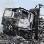EKSPLOZIJA NA AUTOPUTU Kamion koji je prevozio dezodoranse pretvorio se u buktinju, kolaps u saobraćaju, kolona duga SEDAM KILOMETARA (VIDEO)