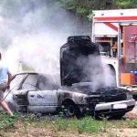 Na putu prema Kozari: U potpunosti izgorio Audi (FOTO)