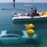 Dovoljan je trenutak nepažnje: Luksuzni automobil završio u moru
