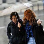 TEMPERATURA OZBILJNO PADA Narednih dana ne izlazite bez kišobrana, ali ni bez TOPLIJE GARDEROBE