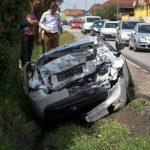 Prijedor: Volvo završio u jarku nakon sudara s kamionom