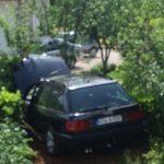 Automobil završio u dvorištu kuće