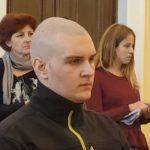 Kako izgleda lice mladića iz Hrvatske dok mu izriču presudu zbog brutalnog ubistva majke i oca (VIDEO)