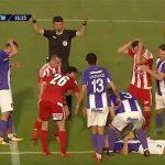 HOROR SCENA U RUMUNIJI Poslije sudara glavama fudbaler ostao nepomično da leži na zemlji (UZNEMIRUJUĆI VIDEO)