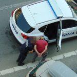 FILMSKA POTJERA Dileri bježali od policije, pregazili ženu, a ukradene predmete BACILI U ŠAHT