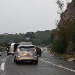 NESREĆA KOD RIJEKE Na auto-putu se prevrnuo kombi pun migranata, 12 osoba POVRIJEĐENO