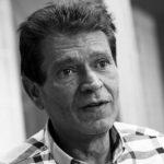 Preminuo Sinan Sakić: Poznati pjevač izgubio bitku sa teškom bolešću