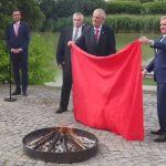 Češki predsjednik na konferenciji za novinare spalio gaće
