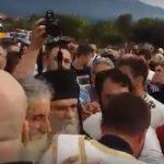 OVO JE TRENUTAK KADA JE NASTAO HAOS U ULCINJU: Albanci napali Amfilohija! UMALO KRVOPROLIĆE! HTELI DA ZABRANE PRAVOSLAVNU CRKVU (VIDEO)