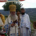Ulcinj- Albanci pokušali da spriječe mitropolita Amfilohija da služi
