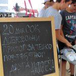 Mališani prodaju sok da sakupe novac za operaciju drugu