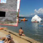 Osvanuo provokativni natpis na omiljenoj srpskoj plaži u Dalmaciji: Ovde se kupaju psi (FOTO)