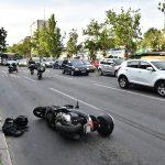 Nakon sudara u Kumodražu, vozač motocikla PODLEGAO POVREDAMA U URGENTNOM CENTRU