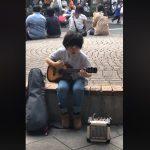 OVAJ MALI VIRTUOZ ĆE VAS ODUŠEVITI Feng svira ukulele i ostavlja bez daha (VIDEO)
