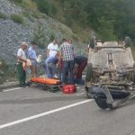 Nesreća kod Olova: Automobil se prevrnuo na krov, vozač povrijeđen
