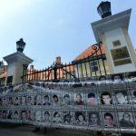 """Srpski """"zid plača"""" ispred britanske Ambasade u Beogradu"""