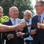 Pogledajte kako je ruski ambasador zapjevao uz srpsku trubu VIDEO