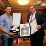 Predsjednik Dodik uručio ordene braći Dragić (FOTO i VIDEO)