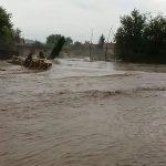 Vanredna situacija zbog izlivanja Tisnice: Bujica NOSILA AUTOMOBILE, evakuisani mještani (FOTO i VIDEO)