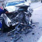 STRAVIČAN SUDAR Vatrogasci sjekli vozilo kako bi izvukli povrijeđene na putu Trebinje – Herceg Novi