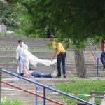 UBISTVO NA DEČJEM IGRALIŠTU Na Banjici pronađen mrtav muškarac, oko njega MNOGO KRVI, policija zatvorila park