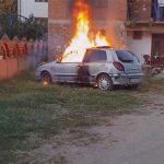 DOŠLO MU SVEGA PREKO GLAVE Zapalio auto pred djetetom jer nije prošao tehnički pregled (VIDEO)